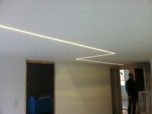 Intégration rail LED à effleurement